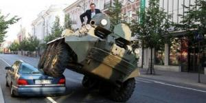 parkir-sembarangan-di-lithuania-bakal-dilindas-tank[1]